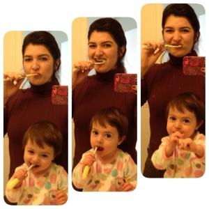 Escove os dentinhos, de baixo e de cima. De cima pra baixo e de baixo pra cima.