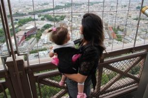 PARIS Eu Valentina alto torre olha
