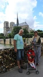 PARIS Mae Pai Valentina Ponte Cadeados Notre Dame