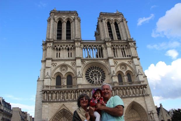 PARIS Pai Mae Valentina Notre Dame